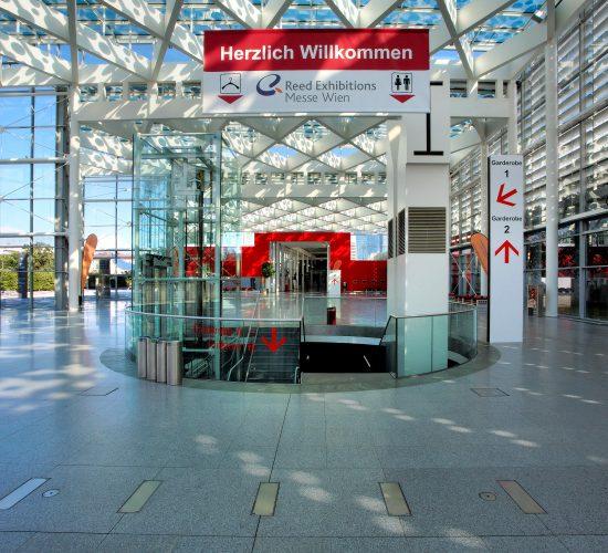 Messe Wien Exhibition & Congress Center   Abgang Garderobe