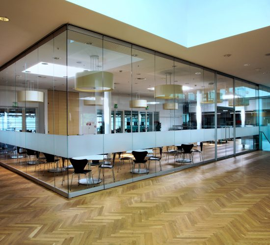Messe Wien Exhibition & Congress Center   Piazza Bar & Restaurant